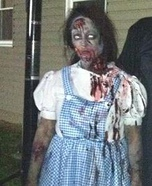 Scary Halloween costume ideas - Zombie Dorothy Costume